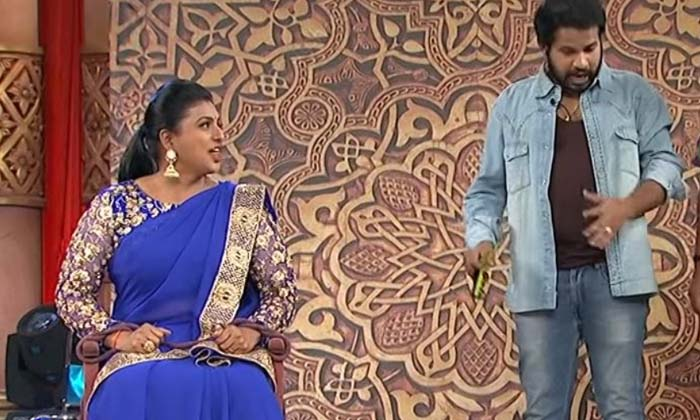 Ysrcp Mla Actress Roja Selvamni Became As Comedian In Jabardasth Skit-హైపర్ ఆదిని నిరాశపరిచిన రోజా.. అందరూ షాక్-Latest News - Telugu-Telugu Tollywood Photo Image-TeluguStop.com