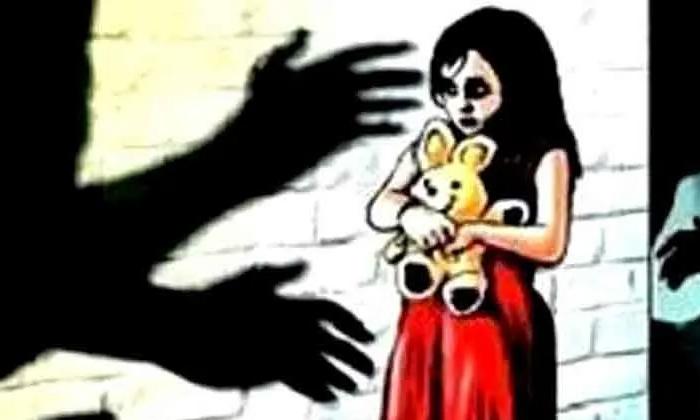 Men Rape Attempt On 11 Years Old Girl In Prakasam-దారుణం : 11 ఏళ్ల చిన్నారిపైరక్త స్రావం అయ్యేలాగాఅత్యాచారం….-Latest News - Telugu-Telugu Tollywood Photo Image-TeluguStop.com