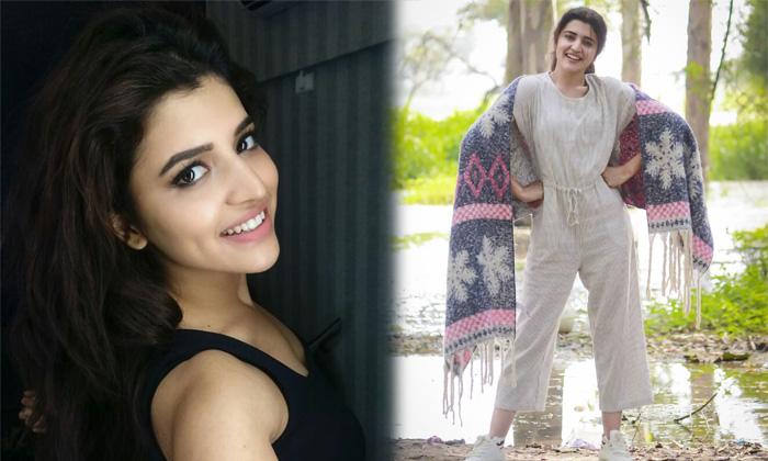Actress Chitra Shukla Glomorus Photos-Actress Photos - Telugu Shu-TeluguStop