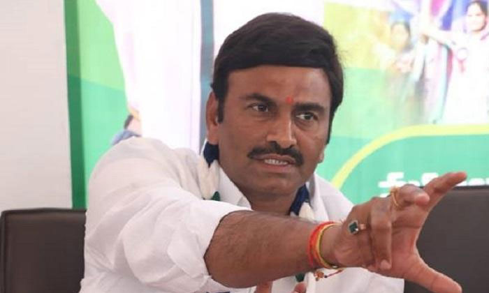 Ycp Mp Criticize On Own Party Leaders-TeluguStop.com