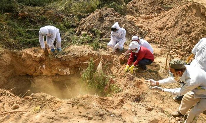 Woman Dead Body Dug Out Grave Gold Medak-ముక్కుపుడక కోసం పూడ్చిన శవాన్ని బయటకు తీసి.. ఛీఛీ-General-Telugu-Telugu Tollywood Photo Image-TeluguStop.com