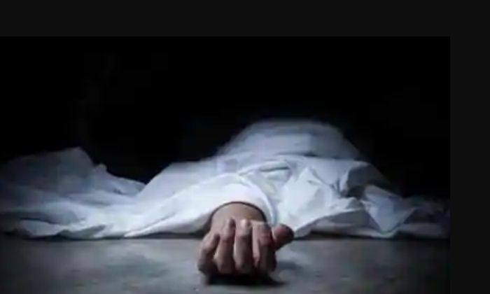 Husband Killed Wife Brutally-భార్యను నరికిన భర్త.. తల, మొండెం వేరు -Telugu Crime News(క్రైమ్ వార్తలు)-Telugu Tollywood Photo Image-TeluguStop.com