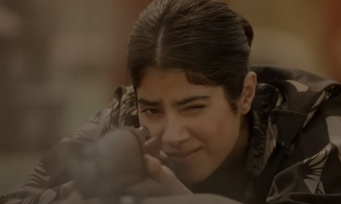 Gunjan Saxena Trailer Is An Instant Hit: Janhvi Kapoor Shines As The First Indian Female Air Force Pilot In Combat-TeluguStop.com