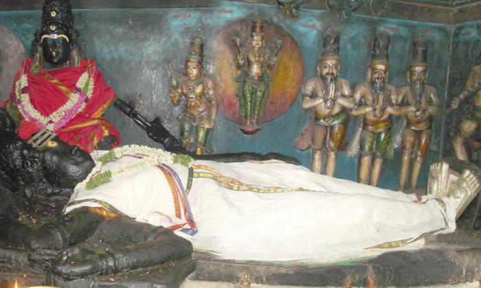 People Worship Lord Shiva In Statue Instead Of Lingam-విగ్రహ రూపంలో శివుడు ఎక్కడ కొలువై ఉంటాడో తెలుసా-Latest News - Telugu-Telugu Tollywood Photo Image-TeluguStop.com