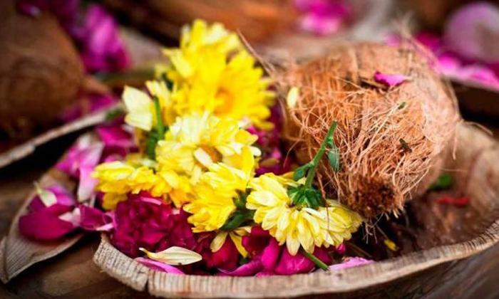 Reasons Behind Coconut Breaking In Temples-TeluguStop.com