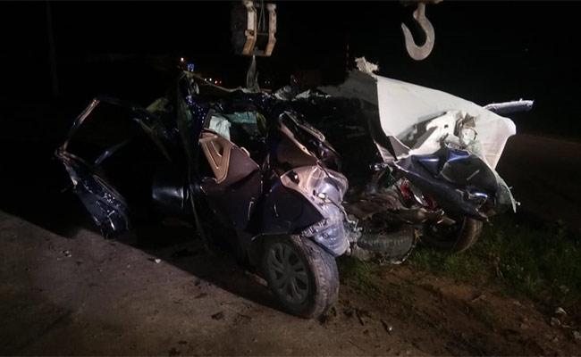 Terrible Road Accident In Karnataka Mother And Son Killed-కర్ణాటకలో ఘోర రోడ్డు ప్రమాదం.. తల్లీకొడుకులు మృతి-Latest News - Telugu-Telugu Tollywood Photo Image-TeluguStop.com