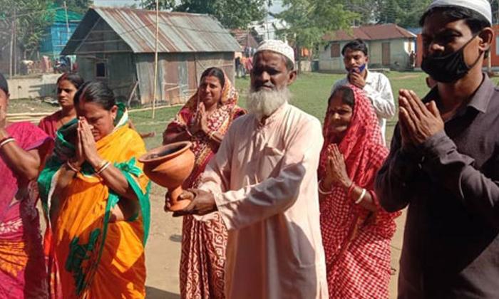 Hindu Muslims Performs Durga Puja Tripura-TeluguStop.com