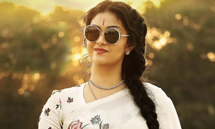 Keerthy Suresh As Chiranjeevi Sister-TeluguStop.com