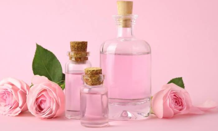Check For Dandruff With Rose Water How Is That-రోజ్ వాటర్'తో చుండ్రుకు చెక్.. ఎలా అంటే-General-Telugu-Telugu Tollywood Photo Image-TeluguStop.com