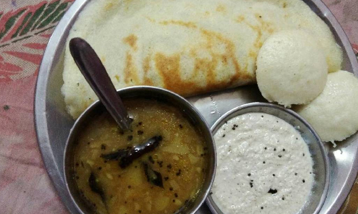 Do You Eat Idli Or Dosha Every Day As Tiffin Caution Suma-ప్రతిరోజూ ఇడ్లీ లేదా దోశ టిఫిన్ గా తింటున్నారా.. జాగ్రత్త సుమా…-General-Telugu-Telugu Tollywood Photo Image-TeluguStop.com