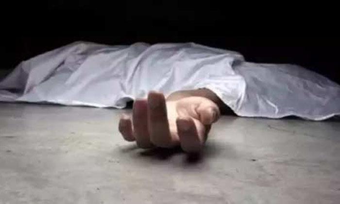 Man Brutally Killed His Twin Sons In Anantapur District-దారుణం : కవల పిల్లలని దారుణంగా హత్య చేసిన కసాయి తండ్రి…-Latest News - Telugu-Telugu Tollywood Photo Image-TeluguStop.com