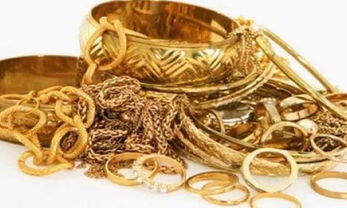 Daughter In Law Stolen Gold Ornaments In Hyderabad-TeluguStop.com