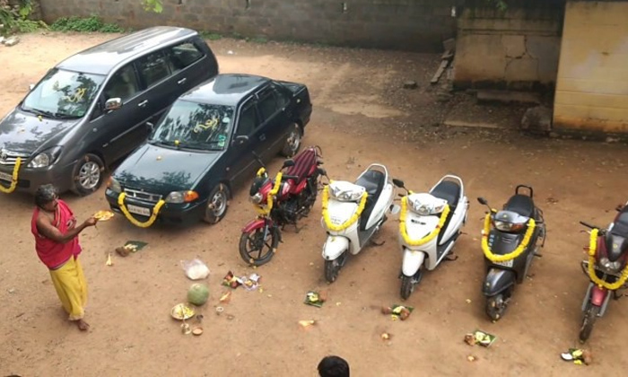 Why People Tie Lemons To Vehicles-TeluguStop.com
