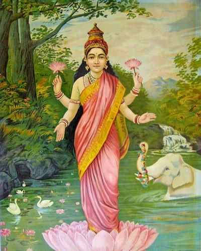 What Happens If Old Lakshmi Devi Portrait In House-TeluguStop.com