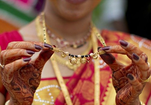 Do You Know Why Married Women Wear Black Beads-TeluguStop.com