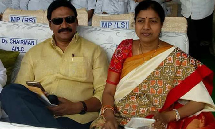 Ideal Of Mla Gadde Couple For The First Time From Tdp-TeluguStop.com