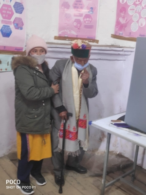 TeluguStop.com - 103-yr-old Casts Vote In Himachal Panchayat Polls-Latest News English-Telugu Tollywood Photo Image