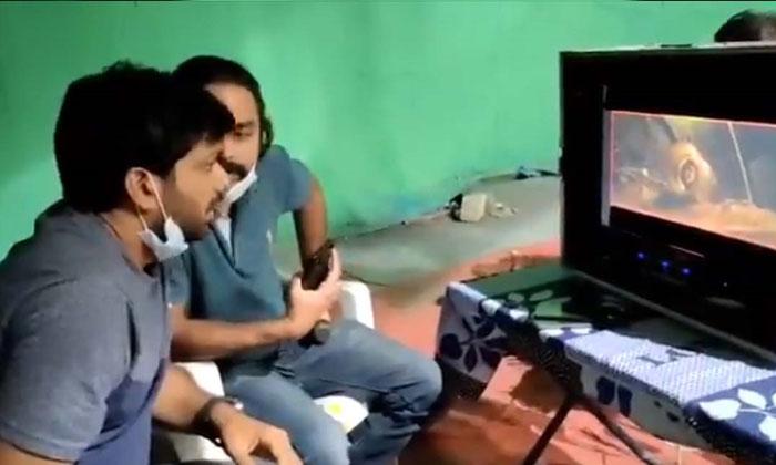 TeluguStop.com - Anil Ravipudi Supervising 'Gaali Sampath' Team-Latest News English-Telugu Tollywood Photo Image