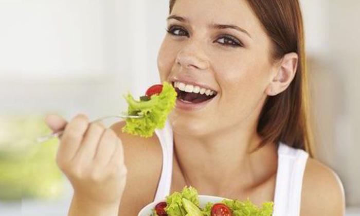 Simple Tips For How To Eat Less Food-భోజనం తక్కువ తినాలనుకుంటున్నారా.. అయితే ఇలా చేయండి-Latest News - Telugu-Telugu Tollywood Photo Image-TeluguStop.com