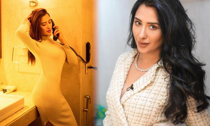 Pictures Of Actress Mahira Sharma Shake Up The Show Social Media-telugu Actress Hot Photos Pictures Of Actress Mahira Sh High Resolution Photo