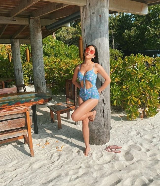 TeluguStop.com - Sara Ali Khan Shares Pictures In Swimsuit From Maldives Vacation.