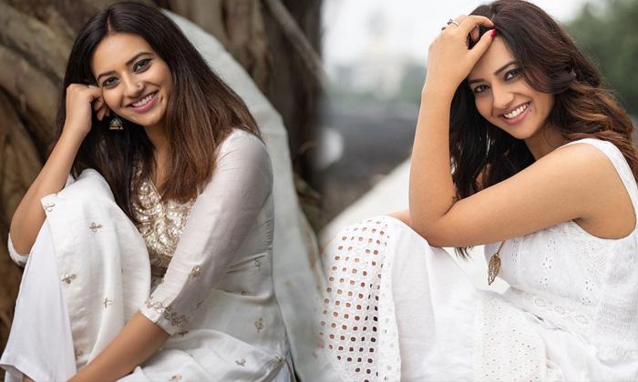 South Indian Actress Isha Chawla Latest Glamorous Photos - Telugu Actress Isha Chawla Alluring Images Amazing Pictures High Resolution Photo