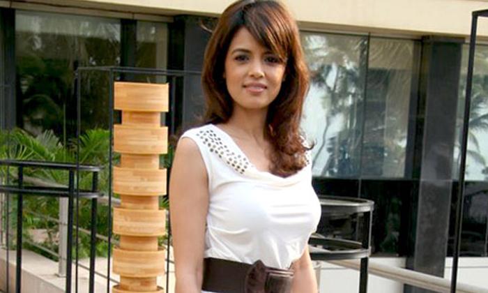 TeluguStop.com - ఒక్క సినిమాతోనే పత్తా లేకుండా పోయిన ఈ ప్రభాస్ హీరోయిన్ గుర్తుందా.. -Latest News - Telugu-Telugu Tollywood Photo Image