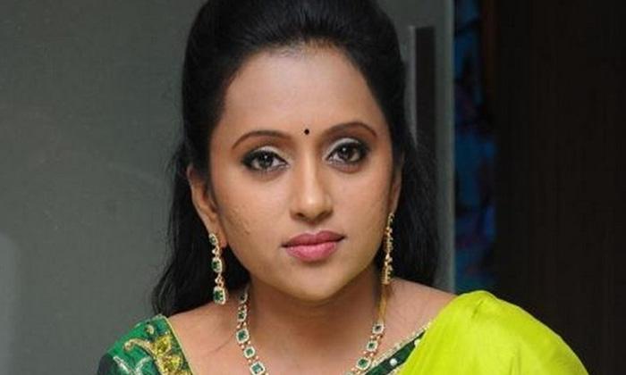 TeluguStop.com - సెట్ లో ఆ పని చేసిన సుమ.. ఫిదా అయిన నెటిజన్లు..-Latest News - Telugu-Telugu Tollywood Photo Image
