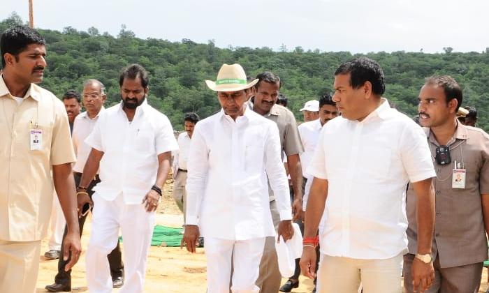 Kcr Look At The Construction Of Projects What Is The-ప్రాజెక్టుల నిర్మాణంపై కేసీఆర్ నజర్…. కారణమిదే-Political-Telugu Tollywood Photo Image-TeluguStop.com