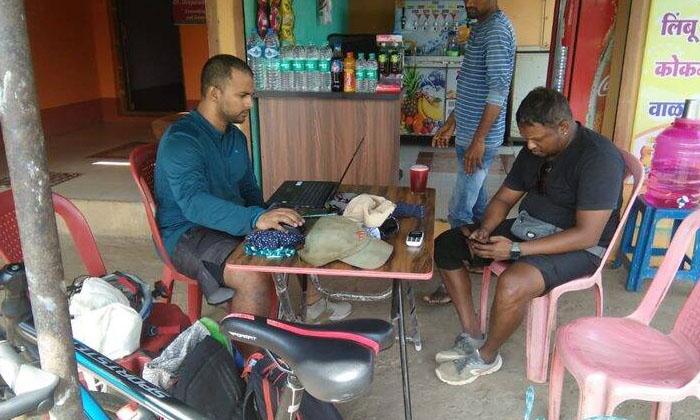 An Innovative Experiment Called Working From Cycle-'వర్కింగ్ ఫ్రమ్ సైకిల్' పేరిట వినూత్న ప్రయోగం..-General-Telugu-Telugu Tollywood Photo Image-TeluguStop.com