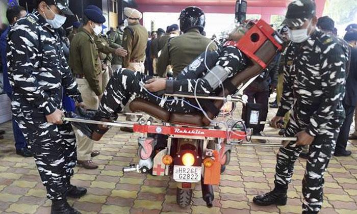Drdo Bike Ambulance-బైక్'ని అంబులెన్స్ గా మార్చిన డీఆర్డీవో-General-Telugu-Telugu Tollywood Photo Image-TeluguStop.com