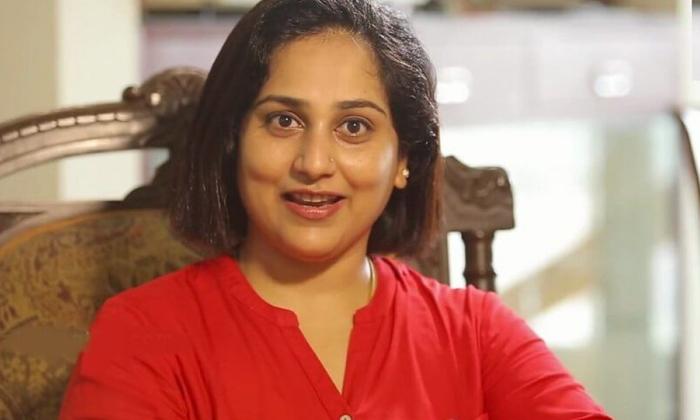 Old Telugu Serial Actresses Then And Now-అలనాటి సీరియళ్ళలో నటించిన బుల్లితెర తారలు ఇప్పడేం చేస్తున్నారో తెలుసా..-Latest News - Telugu-Telugu Tollywood Photo Image-TeluguStop.com