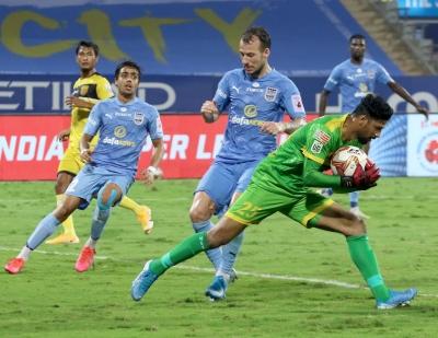TeluguStop.com - Hyderabad Hold Mumbai City To Goalless Draw-Latest News English-Telugu Tollywood Photo Image