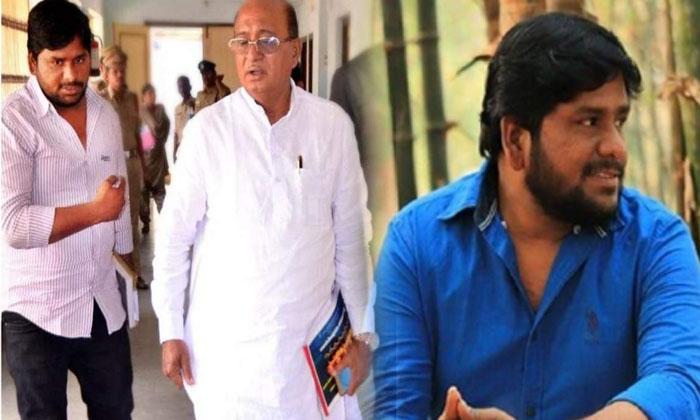 Mla Gorantla Butchaiah Chowdary Pa Sandeep Arrested Srisailam-ఎమ్మెల్యే పీఏను అదుపులోకి తీసుకున్న ఏపీ పోలీసులు.. ఎందుకంటే.. -Breaking/Featured News Slide-Telugu Tollywood Photo Image-TeluguStop.com
