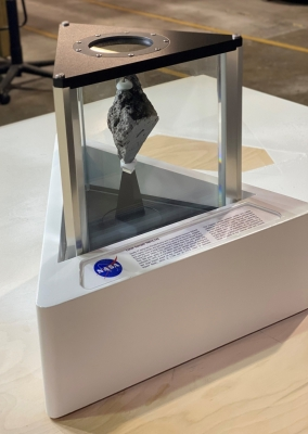 Moon Rock Now On Display In Oval Office Of White House-TeluguStop.com