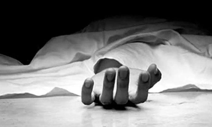 Nirmal 108 Driver Death After Taking Covid Vaccine-కొంపలు ఆర్పుతున్న కరోనా వ్యాక్సిన్. తాజాగా 108 అంబులెన్స్ డ్రైవర్ మృతి.. -Breaking/Featured News Slide-Telugu Tollywood Photo Image-TeluguStop.com