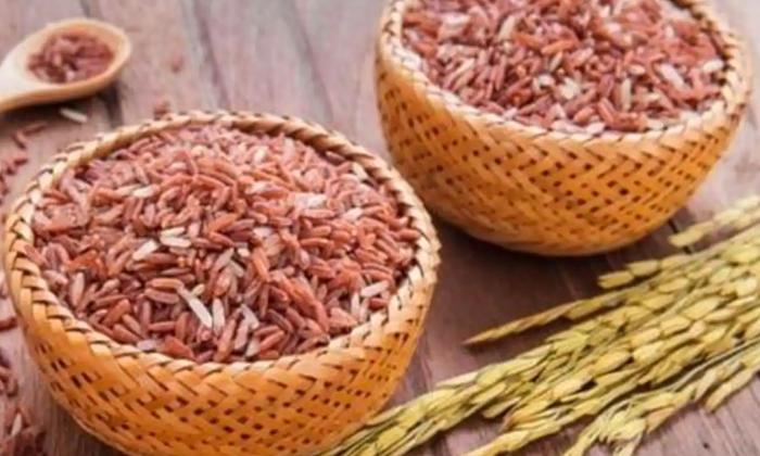 Health Benefits Of Red Rice-రెడ్ రైస్ తింటే ఎన్ని జబ్బులకు దూరంగా ఉండొచ్చో తెలుసా-Latest News - Telugu-Telugu Tollywood Photo Image-TeluguStop.com