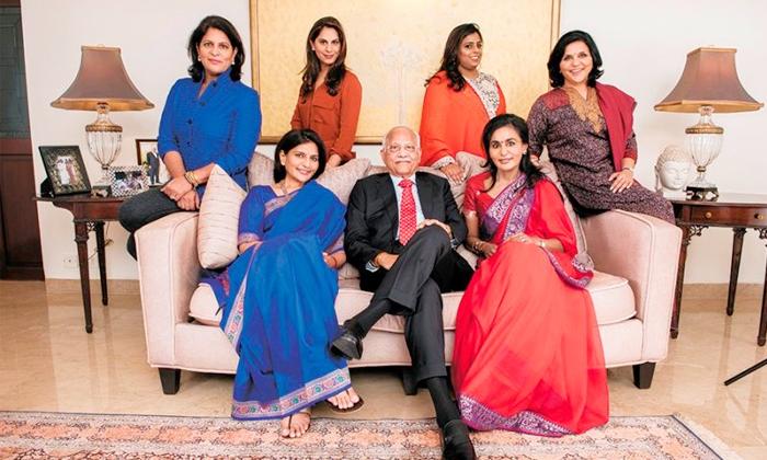 Tollywood Star Heroes Wives Siblings Details-TeluguStop.com