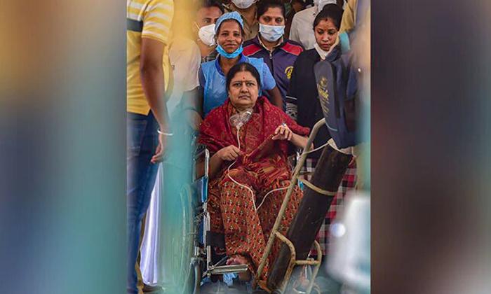 Shashikala Suffer From Corona Virus-ఆమెను వెంటనే ప్రైవేట్ ఆసుపత్రికి తరలించాలి-Breaking/Featured News Slide-Telugu Tollywood Photo Image-TeluguStop.com