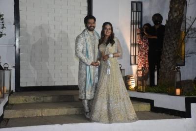 TeluguStop.com - Varun Dhawan Shares First Image Of Wedding With Natasha Dalal-Bollywood News-Telugu Tollywood Photo Image