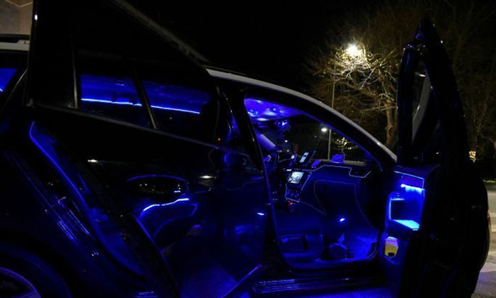 Crazy Idea The Reason Is The Taxi Driver Who Changed The Night Club Law-క్రేజీ ఐడియా: కారును నైట్ క్లబ్ లా మార్చిన టాక్సీ డ్రైవర్..-General-Telugu-Telugu Tollywood Photo Image-TeluguStop.com