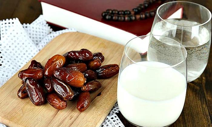 Health Benefits Of Milk With Dates In Winter Season-చలికాలంలో పాలతో పాటు ఇవి తింటే.. ఆరోగ్యం మీవెంటే-Latest News - Telugu-Telugu Tollywood Photo Image-TeluguStop.com