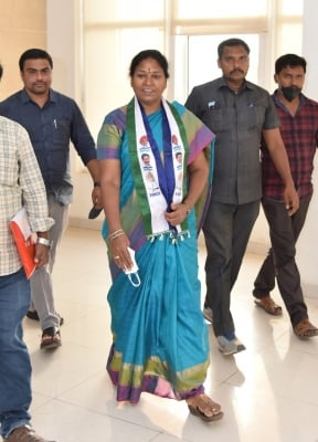 TeluguStop.com - YSRCP's Pothula Suneetha Elected MLC Sans Contest-Latest News English-Telugu Tollywood Photo Image