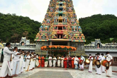 13 Vijayawada Durga Temple Employees Suspended-TeluguStop.com