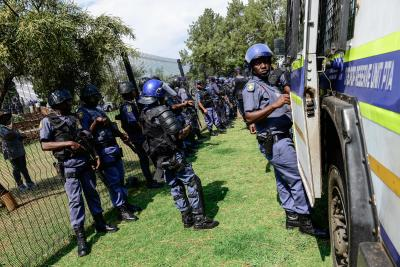 570 South African Police Officers Succumb To Covid-19-TeluguStop.com