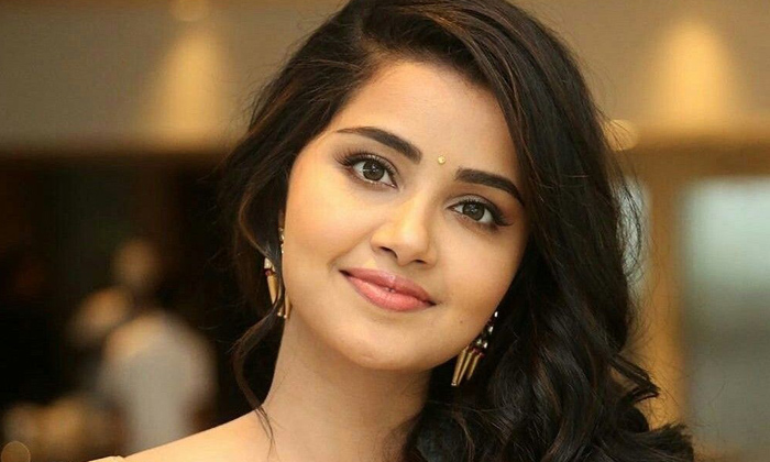 Young Heroine Anupama Parameshwaran Nick Name Details-హీరోయిన్ అనుపమ ముద్దుపేరు ఏంటో తెలుసా..-Latest News - Telugu-Telugu Tollywood Photo Image-TeluguStop.com