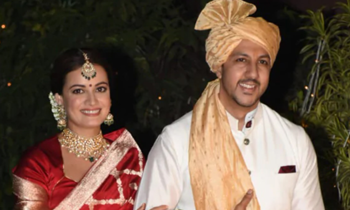 Dia Mirza Second Marriage With Businessman Vaibhav Rekhi-TeluguStop.com