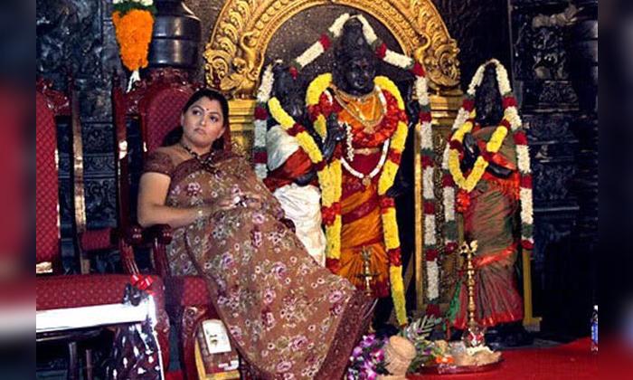 Fans Built The Temples For Their Favorite Celebrites-ఈ భామలకు గుళ్ళు కట్టారు..కోపంతో కొన్ని కూల్చారు..ఎందుకో తెలుసా..-Latest News - Telugu-Telugu Tollywood Photo Image-TeluguStop.com