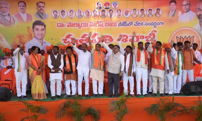 Is This The Strategy Behind The Bjps Preference For Young Leader-యువ నాయకులకు బీజేపీ ప్రాధాన్యం ఇవ్వడం వెనుక వ్యూహం ఇదే-Political-Telugu Tollywood Photo Image-TeluguStop.com