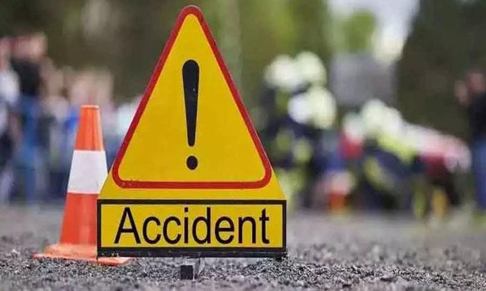 Road Accident In Siddipet District How Many People Are Dead-సిద్దిపేట జిల్లాలో ఘోర రోడ్డు ప్రమాదం.. మృతులు ఎంతమంది అంటే.. -Breaking/Featured News Slide-Telugu Tollywood Photo Image-TeluguStop.com